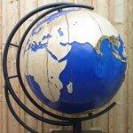 Globus (gedrechselt und gefräst), Esche, Durchmesser 95 cm