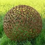 Hufeisenkugel, Durchmesser 157 cm, 470 Hufeisen