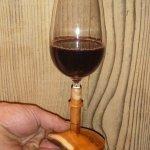 Weinglas mit Eibenfuss