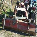 Planierschild für Terassenbau im Weinberg