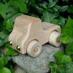 Auto aus Apfel- und Eschenholz