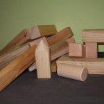 Bauklötze verschiedene Holzarten im Stoffsäckli