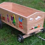 Bollerwagen mit geschnitzten Zwergen, Buche