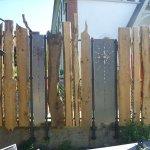 Sichtschutzzaun mit Metallelementen