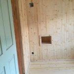 Altbau Renovation mit Nische einer alten Kachelofenbefeuerung, Nische als Nachttisch nutzbar mit Steckdose und Licht