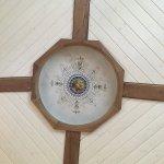 Altbau Renovation, Erhalten der Deckenmalerei, Stützring in alter Eiche mit LED-Beleuchtung