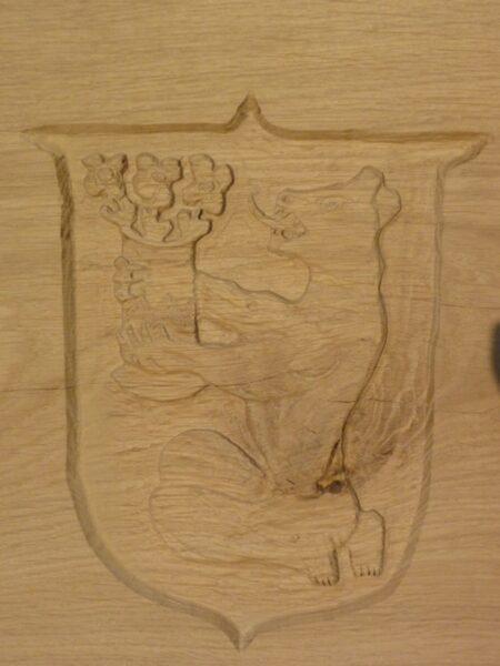 Geschnitztes Wappen in Rückenlehne, Eiche
