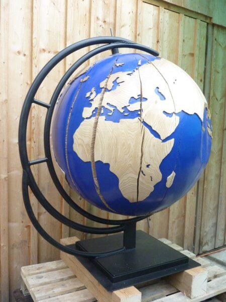 Globus Eschenholz